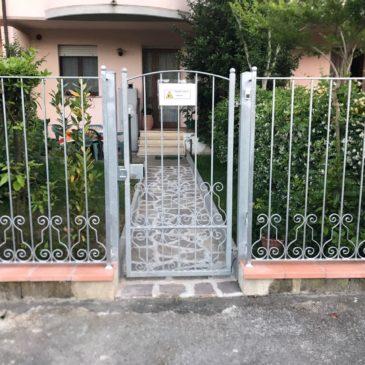 Cancello pedonale e ringhiera